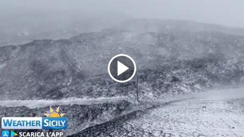 Nevica sull'Etna: le spettacolari immagini – VIDEO