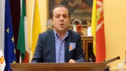 """Covid19 e dpcm, De Luca contro Musumeci """"Non perdere tempo con leggi e permessi, ecco cosa devi fare"""" (VIDEO)"""
