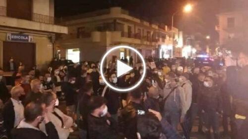 Proteste contro il Dpcm a Vittoria, tensione sulle strade con lanci di bottiglie | VIDEO 📹