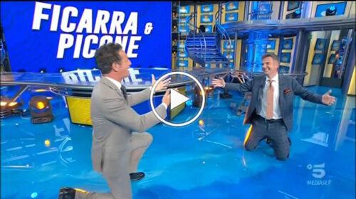 L'ingresso trionfale di Picone a Striscia la Notizia dopo il Covid – VIDEO