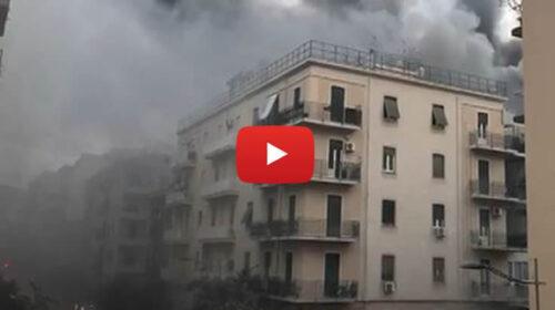 Forte boato e incendio in autocarrozzeria a Palermo, nube nera e paura in centro | VIDEO