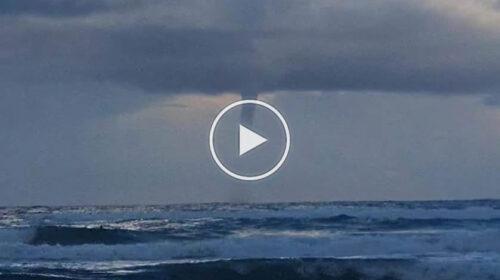 Palermo, tempo in peggioramento: tromba d'aria ripresa in mare a Mondello | VIDEO