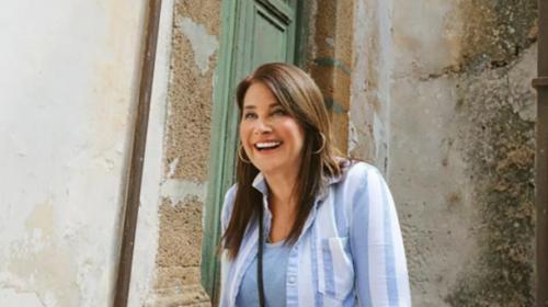 L'attrice Lorraine Bracco compra casa a 1 euro a Sambuca e realizza un gioiello – VIDEO