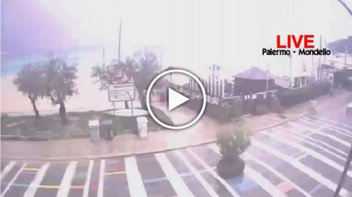 Piogge moderate e fulminazioni su Palermo, le immagini IN DIRETTA dalla webcam – VIDEO
