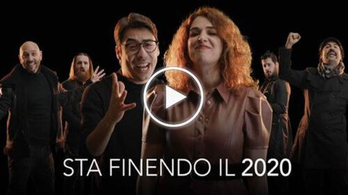"""""""Sta finendo il 2020"""", il canto liberatorio ed emozionante de 'I Soldi Spicci' – VIDEO"""