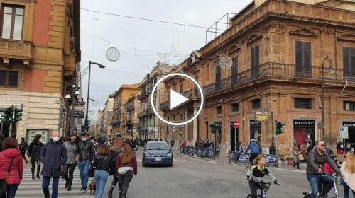Folla in centro a Palermo già dalla mattina, corsa ai regali nell'ultimo weekend in zona gialla – VIDEO