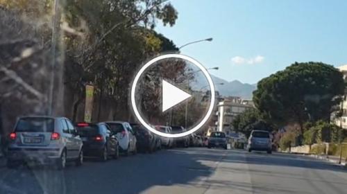 Covid19, tornano le code al drive in del tampone, 4 ore d'attesa e neanche un vigile – VIDEO
