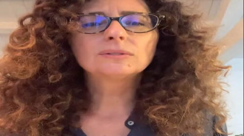 """Le peripezie della scuola in dad raccontate da Teresa Mannino: """"Ragazzi, mi sentite?"""" – VIDEO"""