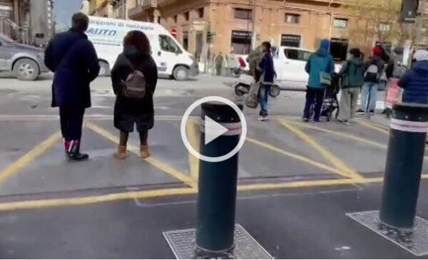 Palermo, a passeggio o in fila davanti ai negozi: le immagini dell'ultimo giorno prima della zona rossa – VIDEO