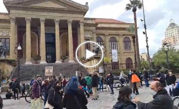 Palermo, protesta di genitori e professori per chiedere il ritorno a scuola – VIDEO