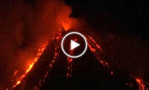 Eruzione dell'Etna in atto, fontane e colate di lava: le immagini – VIDEO