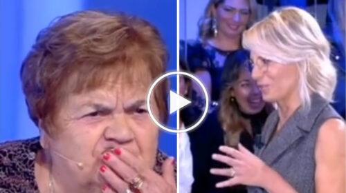 C'è Posta per Te, Sarina perde la dentiera: ma il programma decide di tagliare la scena – VIDEO