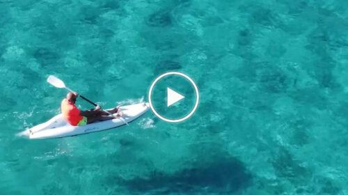 """Sasà Salvaggio in canoa a Mondello: """"Ci godiamo la giornata meravigliosa"""". Il VIDEO è virale"""