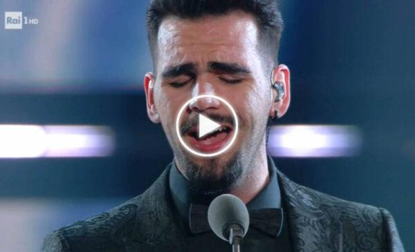 """Grande emozione per l'omaggio de """"Il Volo"""" a Ennio Morricone. Ignazio Boschetto sul palco nonostante la scomparsa del padre – VIDEO"""