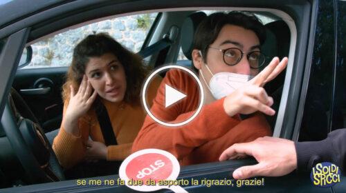 """""""Che scusa siete quando vi fermano in zona rossa!"""" L'esilarante ironia de """"I Soldi Spicci"""" – VIDEO"""