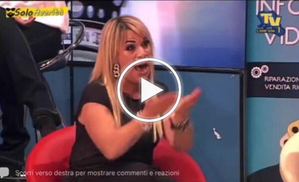 Angela da Mondello 'show' in una TV campana, si alza e se ne va – VIDEO