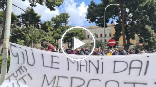 """Commercianti ed ambulanti protestano contro il """"virus della fame"""" – VIDEO"""