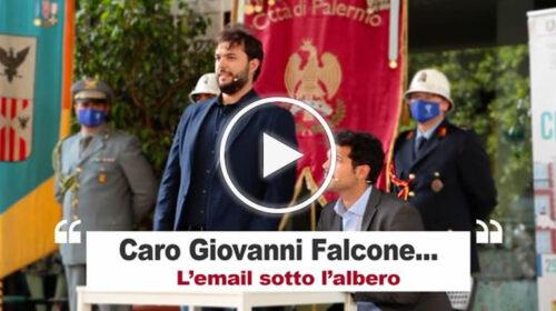 """""""Caro Giovanni Falcone…"""" L'emozionante email de 'I Sansoni' recitata sotto l'albero – VIDEO"""