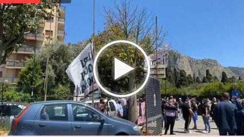La Curva Nord Inferiore incoraggia il Palermo prima della sfida playoff contro il Teramo – VIDEO