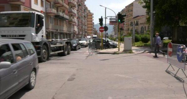 """Caos traffico in piazza Generale Cascino, montano le proteste, """"Chiederò audizione"""" annuncia Zacco – VIDEO"""
