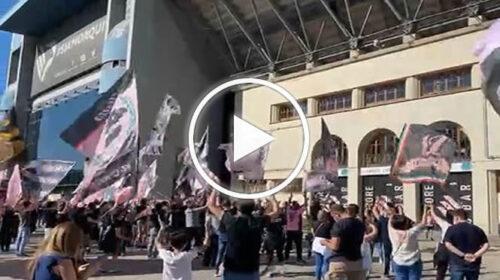 La curva Nord Superiore a sostegno del Palermo in vista del match contro la Juve Stabia – VIDEO