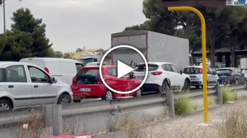 Palermo, caldo e traffico in tilt con un'ora di code: Viale Regione è un inferno – VIDEO