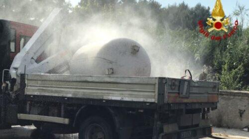 Fuga di gas da un furgone che trasporta gpl, i pompieri evitano il peggio – VIDEO