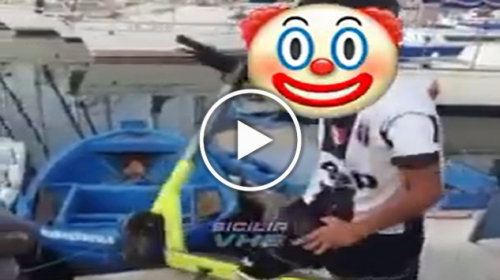 Palermo, monopattino elettrico buttato in mare alla Cala da un ragazzino – VIDEO
