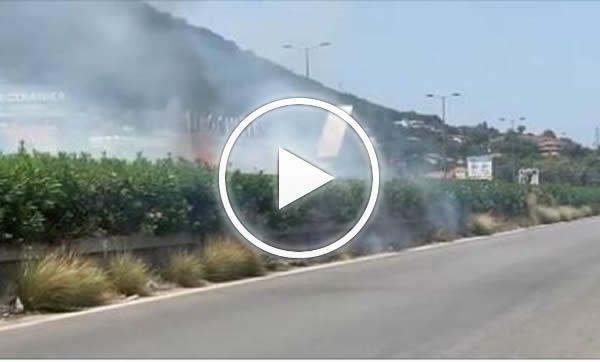 Code sulla Palermo-Mazara del Vallo: sterpaglia in fiamme – VIDEO