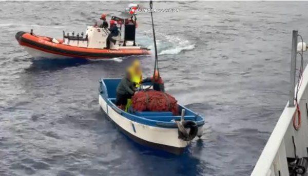 Reti da pesca illegali, 45mila euro di multe, 2 tonnellate di pesce sequestrato nel Palermitano – VIDEO