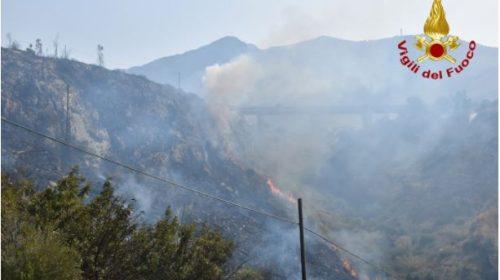 Ancora incendi nel Palermitano, trovati inneschi di piromani – VIDEO